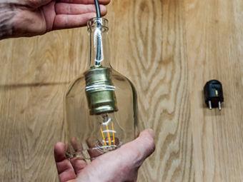 Anleitung: Kreative Hängelampen aus Glasflaschen ganz einfach selber ...