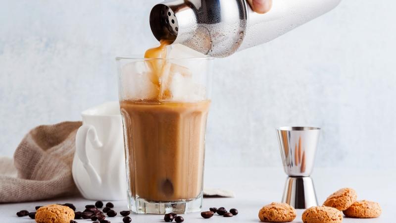 coffee cocktails so wird kaffee zum longdrink aldi s d weinwelt. Black Bedroom Furniture Sets. Home Design Ideas